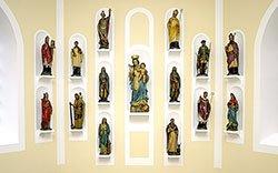 Die 14 Nothelfer hinter dem Altar. Foto: Klaus Stevens