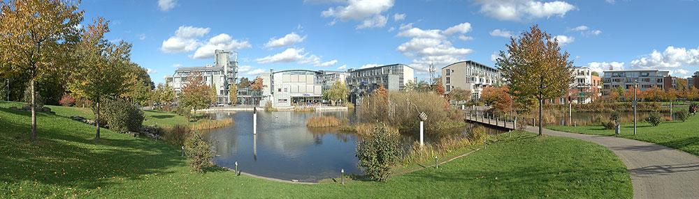 Panorama Stadtpark mit Stelen